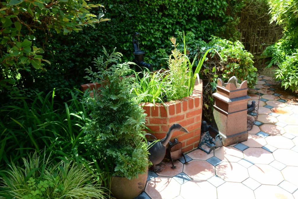 Patio Victorian tiles brick well